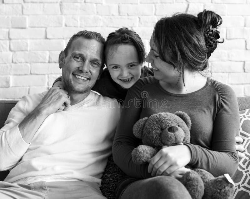 La famiglia spende l'unità di festa di felicità di tempo immagine stock libera da diritti