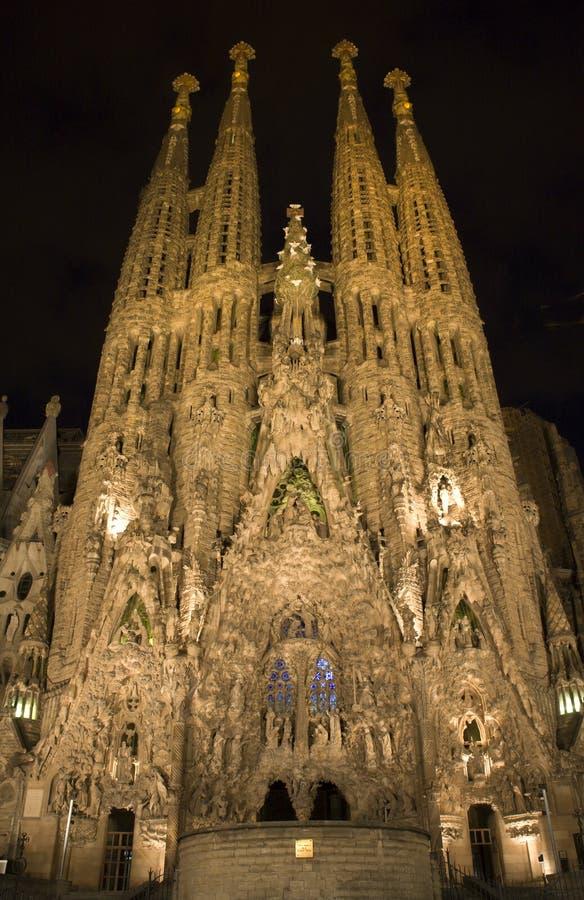 La Familia de Barcelona - de Sagrada en noche fotografía de archivo