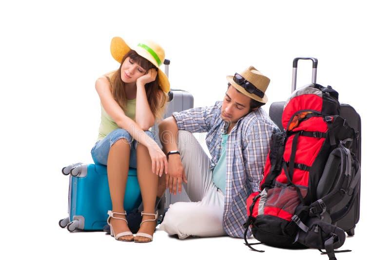 La familia joven que se prepara para el viaje de las vacaciones en blanco imagen de archivo
