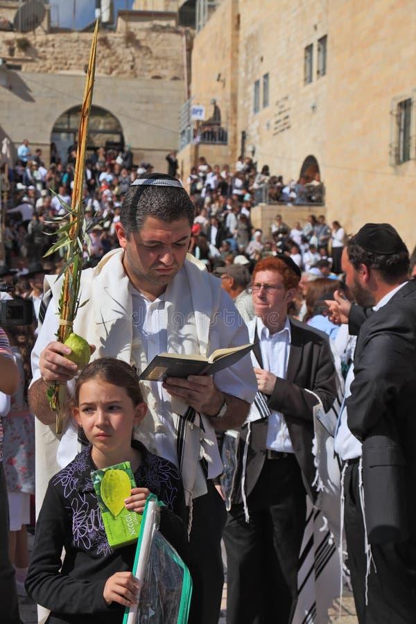 La familia judía ruega imágenes de archivo libres de regalías