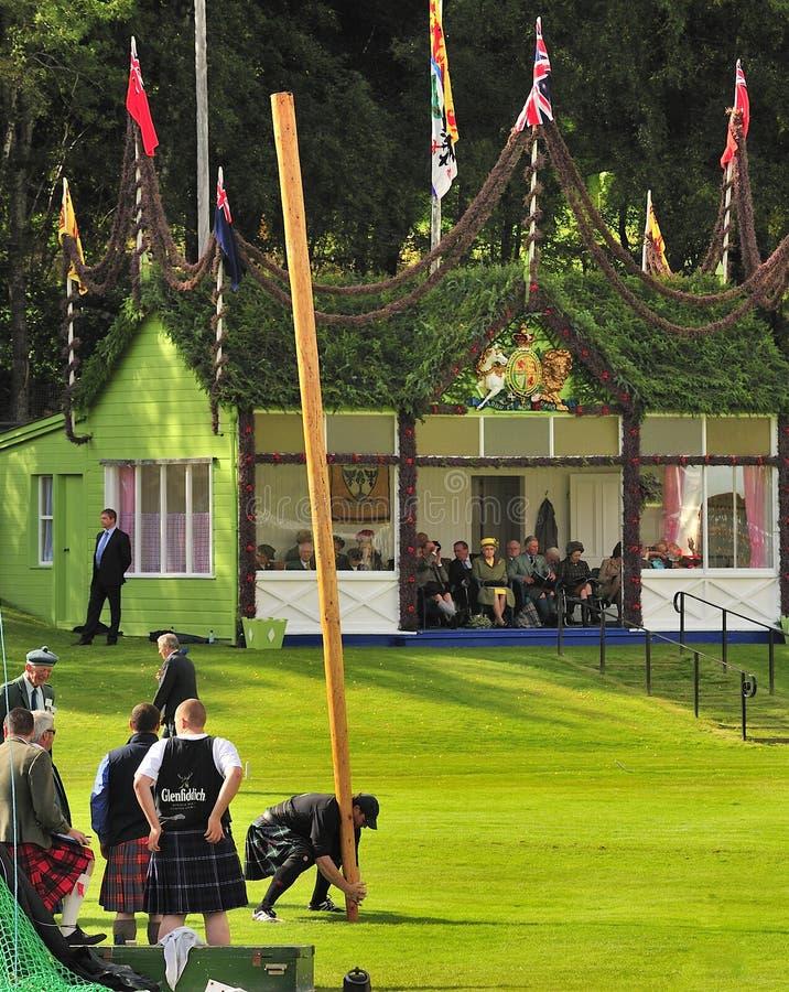 Famille royale aux jeux de montagne de Braemar image libre de droits