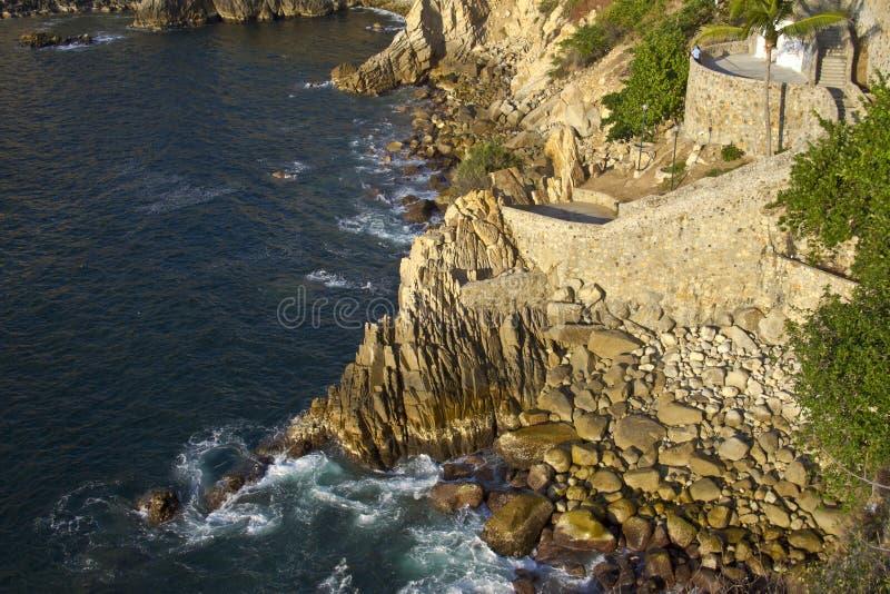 La famoso Quebrada del acantilado del salto en Acapulco fotografía de archivo