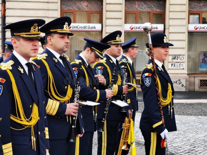 La fanfara militare celebra il giorno della monarchia fotografie stock libere da diritti
