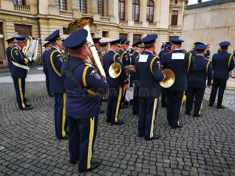 La fanfara militare celebra il giorno della monarchia fotografia stock libera da diritti