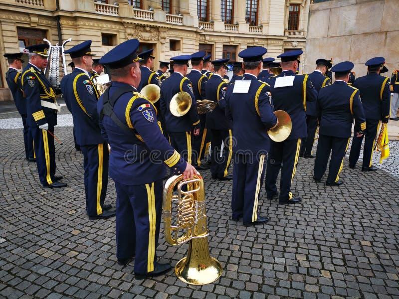 La fanfara militare celebra il giorno della monarchia immagini stock libere da diritti