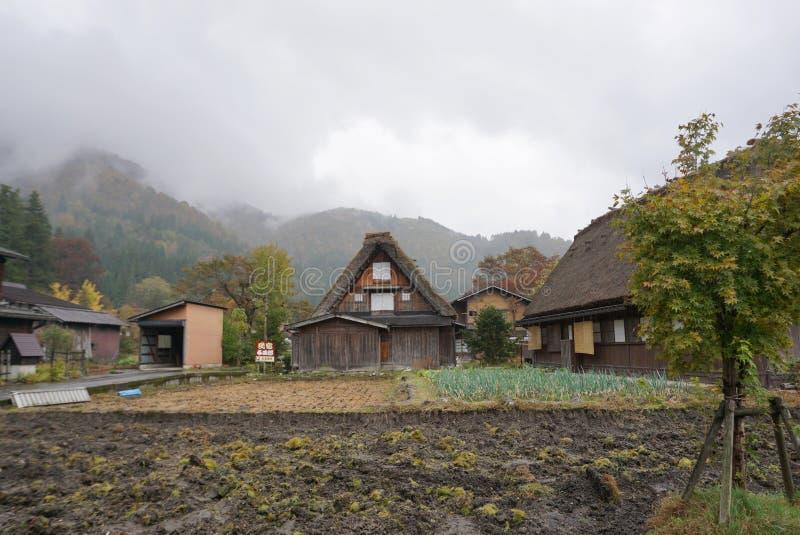 La fattoria tradizionale di Gusso a Shirakawa va villaggio durante la luce immagine stock