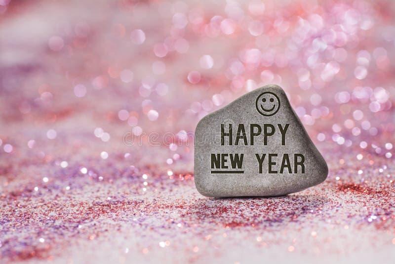 La Feliz Año Nuevo graba en piedra foto de archivo libre de regalías