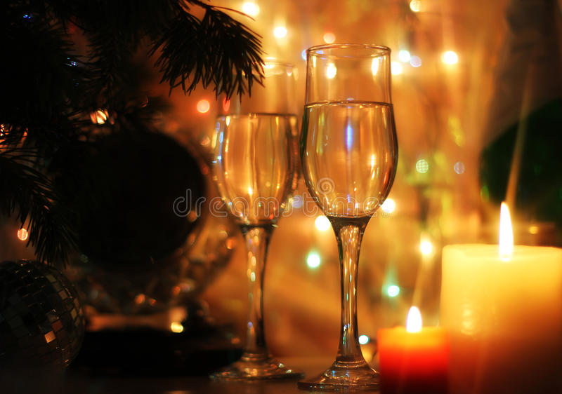 La Feliz Año Nuevo y la Feliz Navidad diseñan el reloj de la medianoche de la tarjeta imagen de archivo