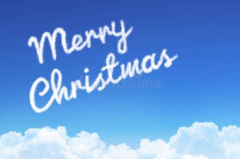 La Feliz Navidad de la inscripción en el cielo de la nube y del vapor imagen de archivo