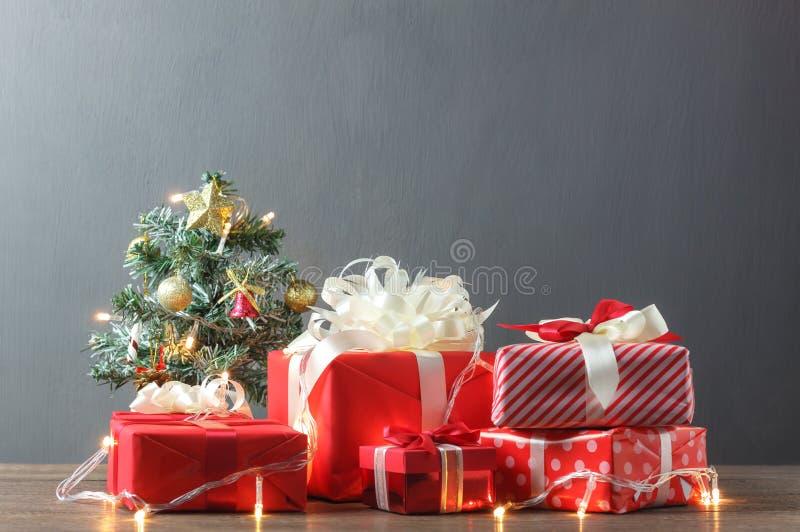 La Feliz Navidad y la Feliz Año Nuevo y el invierno sazonan concepto imagen de archivo