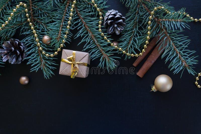 La Feliz Navidad y la Feliz Año Nuevo ennegrecen el fondo fotografía de archivo