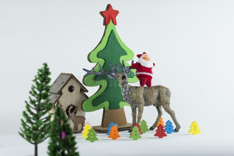La Feliz Navidad y la Feliz Año Nuevo, árbol de navidad simulan en fondo de la pizca foto de archivo