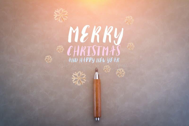 La Feliz Navidad y la Feliz Año Nuevo mandan un SMS en backgro gris abstracto fotografía de archivo
