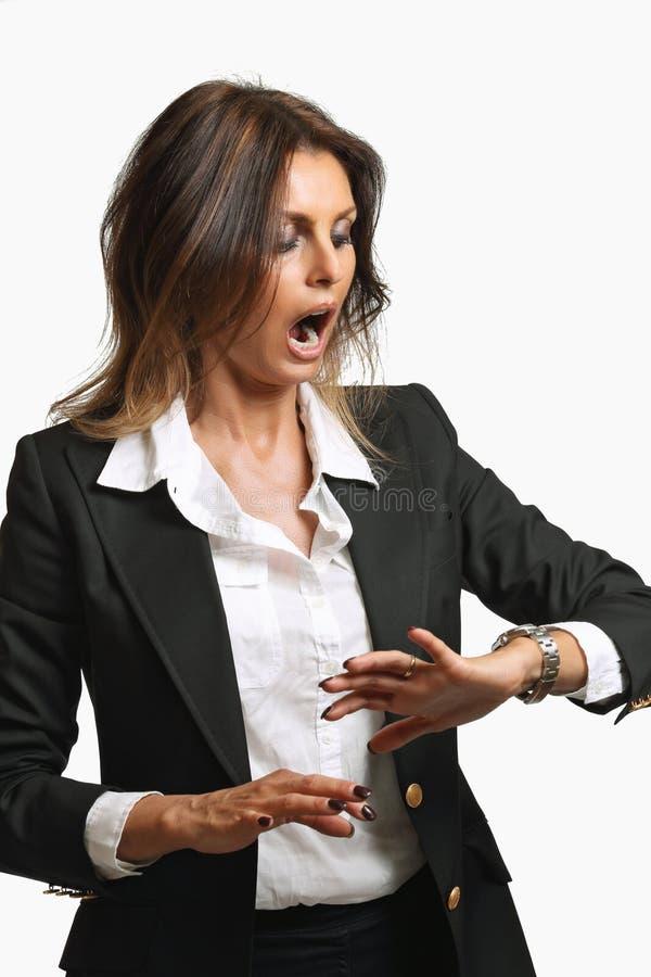 La femme élégante d'affaires est déjà en retard image libre de droits
