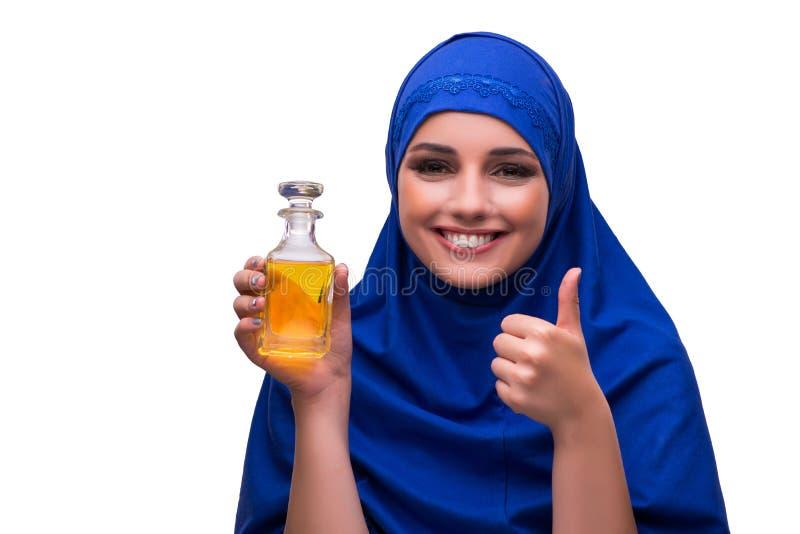 La femme Arabe avec la bouteille de parfum d'isolement sur le blanc photos stock