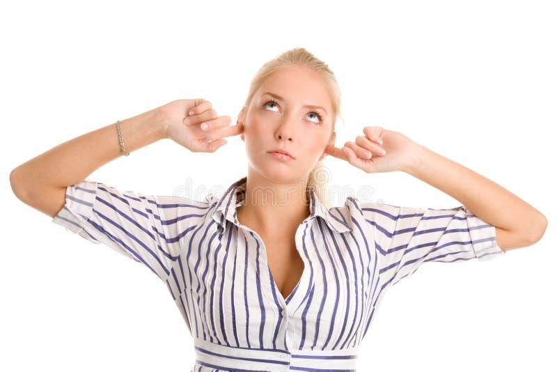 La femme branche des doigts dans des oreilles image stock