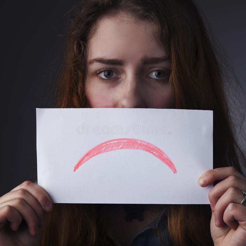 La femme célibataire et seule a diminué des gestes, langage du corps images libres de droits