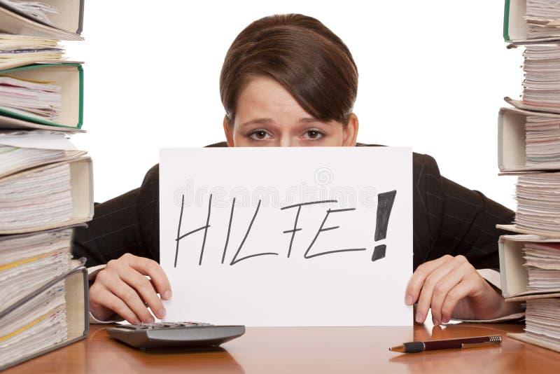 La femme chargée d'affaires a besoin de l'aide manager le travail image stock