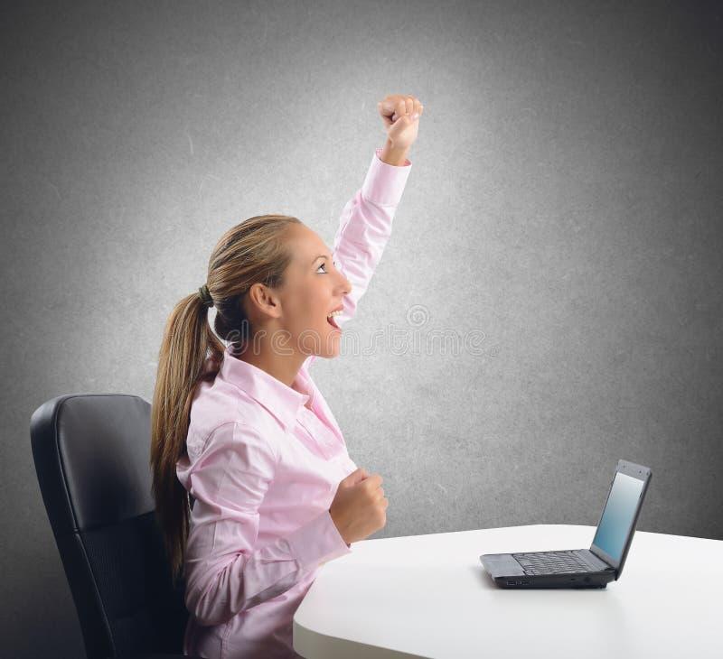 La femme d'affaires exulte photo libre de droits