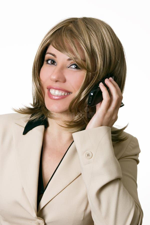 La femme d'affaires prend un appel téléphonique photos libres de droits