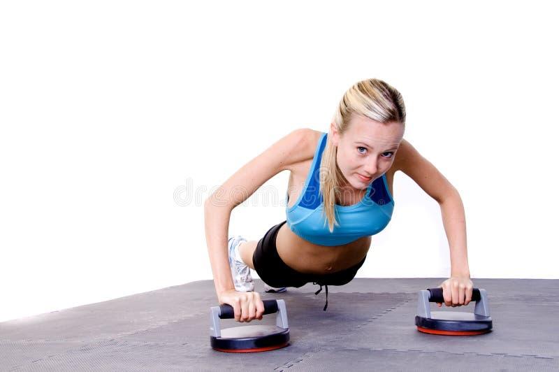 La femme de Pilate en gymnastique images stock