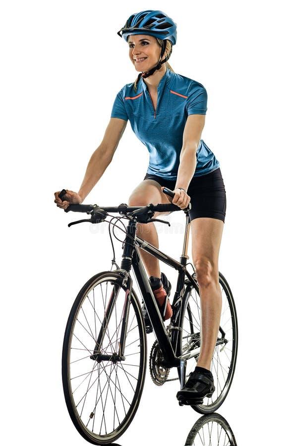 La femme de recyclage de bicyclette d'équitation de cycliste a isolé le fond blanc photos libres de droits