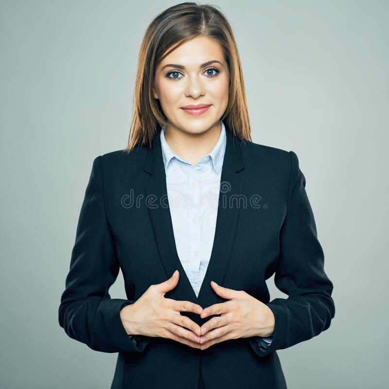 La femme de sourire d'affaires a croisé le portrait d'isolement par bras photo libre de droits
