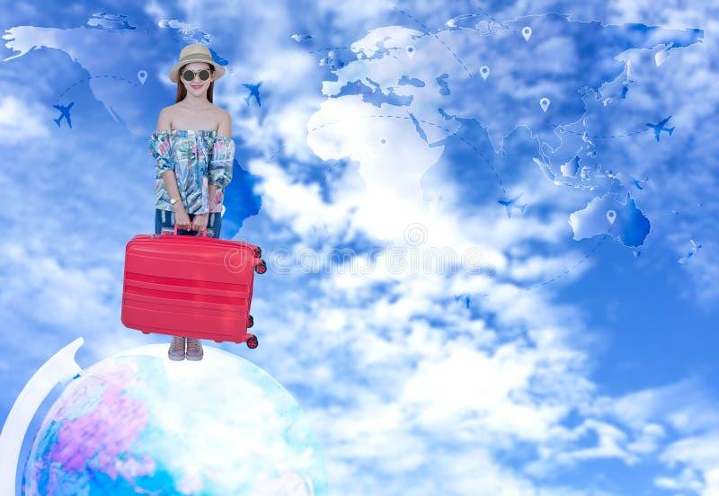 La femme de touristes voyageant et signent l'air de citoyenneté sur autour le monde images libres de droits