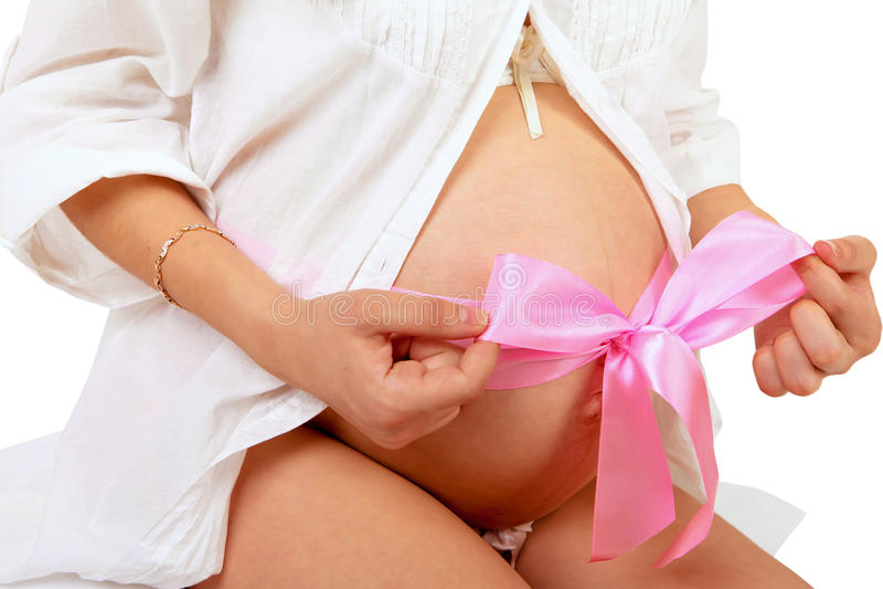 La femme enceinte avec remet le ventre images stock