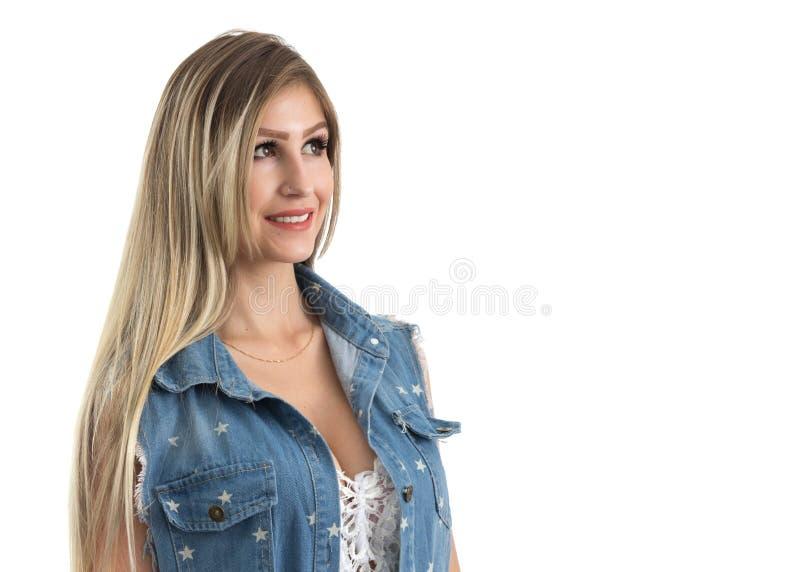 La femme est dans le profil et le regard au côté Weari blond de personne photographie stock
