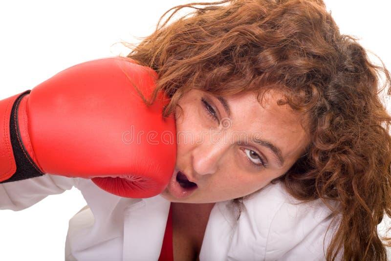 La femme frappent à l'extérieur photo stock