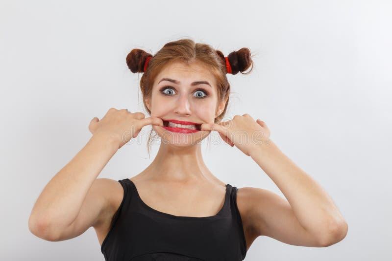 La femme lui montre des dents photo stock