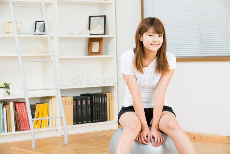 La Femme Qui S Exercent Images stock