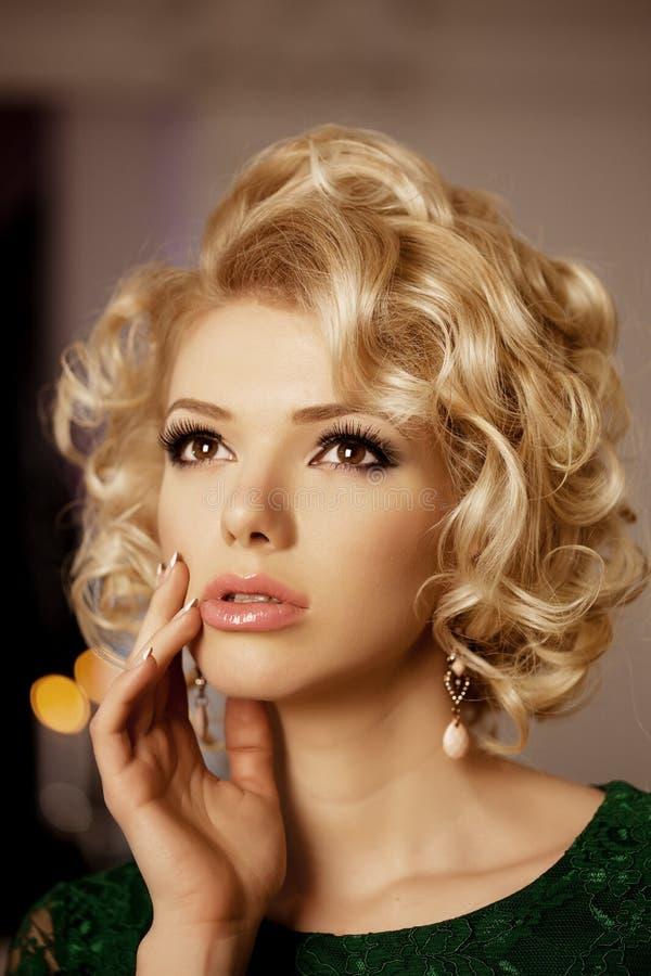 La femme riche de luxe aiment Marilyn Monroe images libres de droits