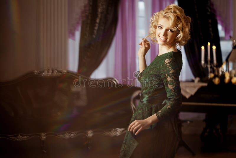La femme riche de luxe aiment Marilyn Monroe image stock