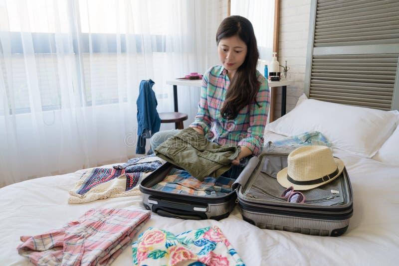 La femme sont prête pour quitter l'hôtel images stock