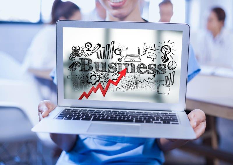 La femme tenant l'ordinateur portable montrant la flèche rouge avec des affaires noires gribouille sur le fond trouble illustration libre de droits