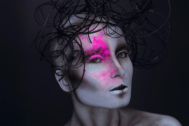 La femmina adulta sexy con neon powred sul fronte fotografie stock