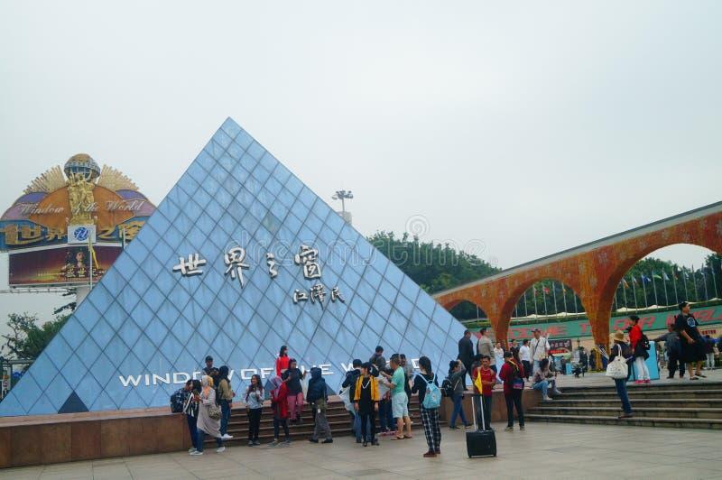 La fenêtre de Shenzhen du paysage carré du monde, là sont des visiteurs de partout dans le monde images stock
