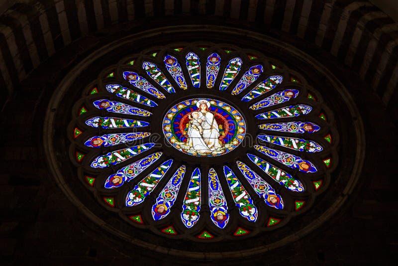 La fenêtre rose intérieure de la cathédrale de Lawrence San Lorenzo de saint de Gênes, Italie photographie stock libre de droits
