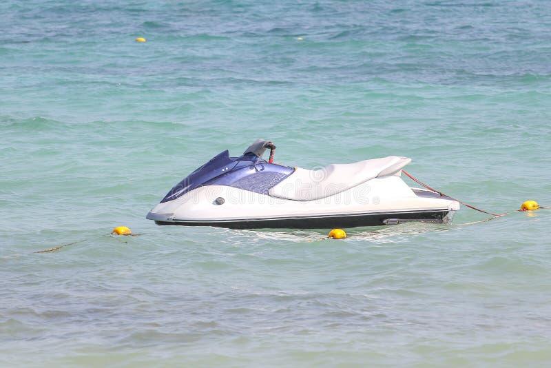 La fermata del jet ski sul mare alla Tailandia fotografia stock