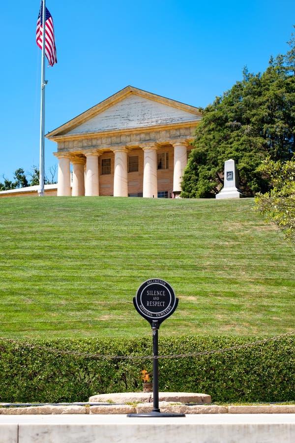La fiamma eterna ed il Robert E Casa di Lee al cimitero di Arlington immagini stock