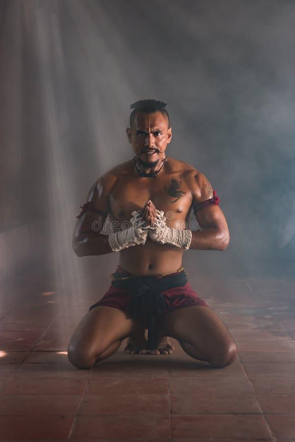 La fiel tailandesa de Muay Chaiya, boxeo tailandés es boxeo tradicional adentro imagen de archivo libre de regalías