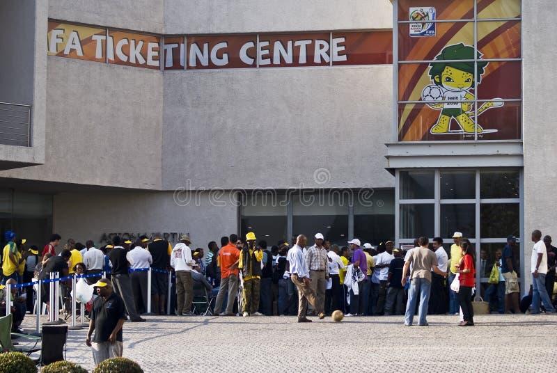 La FIFA étiquettent le centre, file d'attente à l'extérieur la trappe photo libre de droits