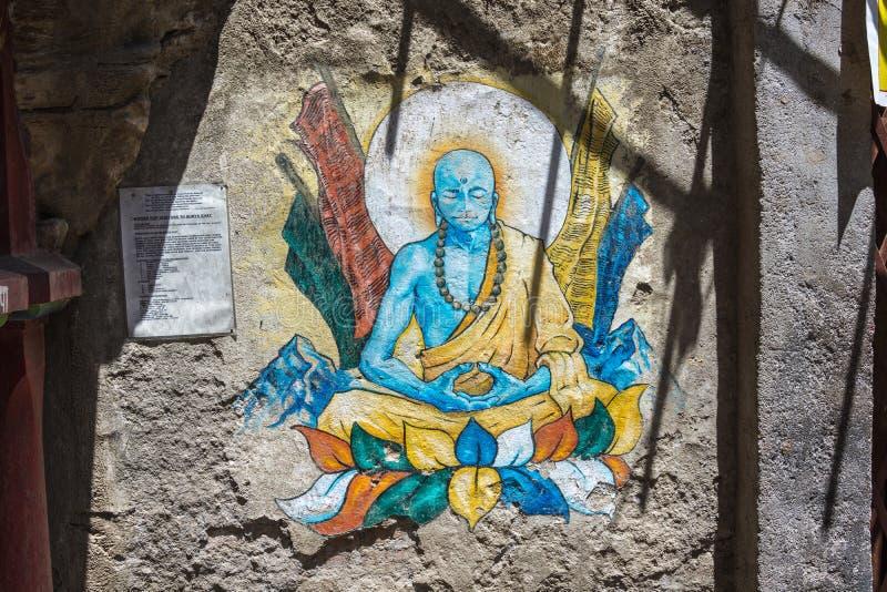La figura de Buda en la pared en el templo 13 de Pashupatinath imagen de archivo libre de regalías