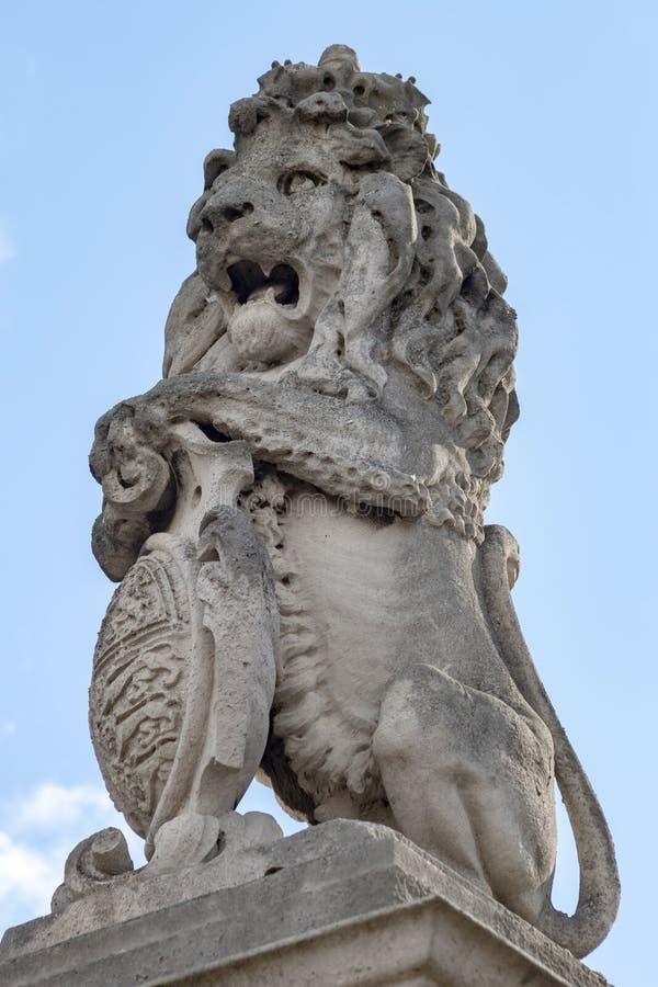 La figura del monumento en el cuadrado delante del Buckingham Palace, Londres fotografía de archivo