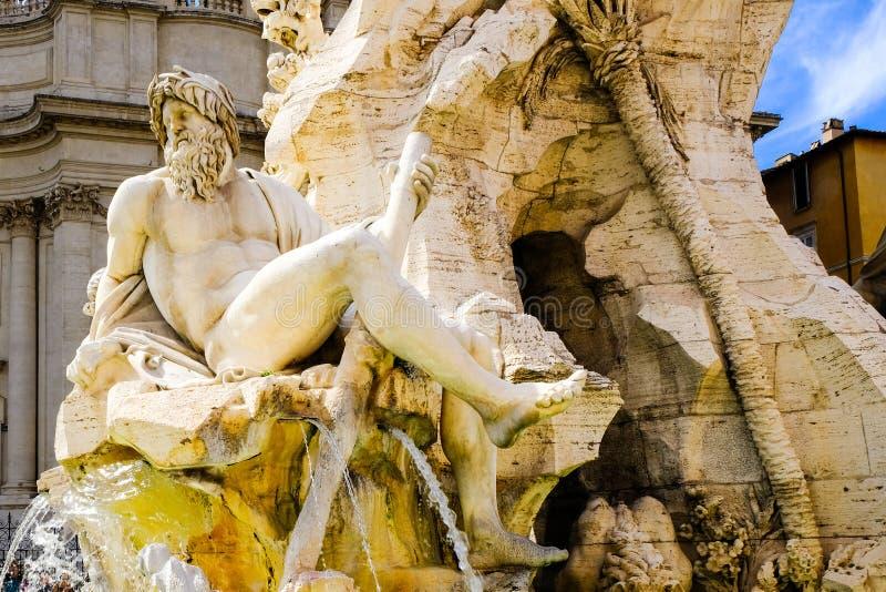 La figura del río Ganges, un fragmento de la fuente de cuatro ríos, plaza Navona, Roma, Italia foto de archivo libre de regalías