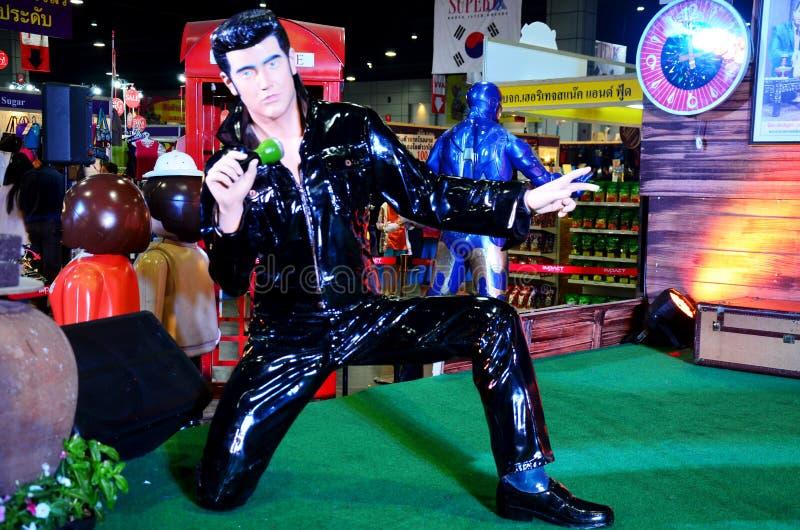 La figura Elvis Presley di modello per la gente prende la foto fotografia stock