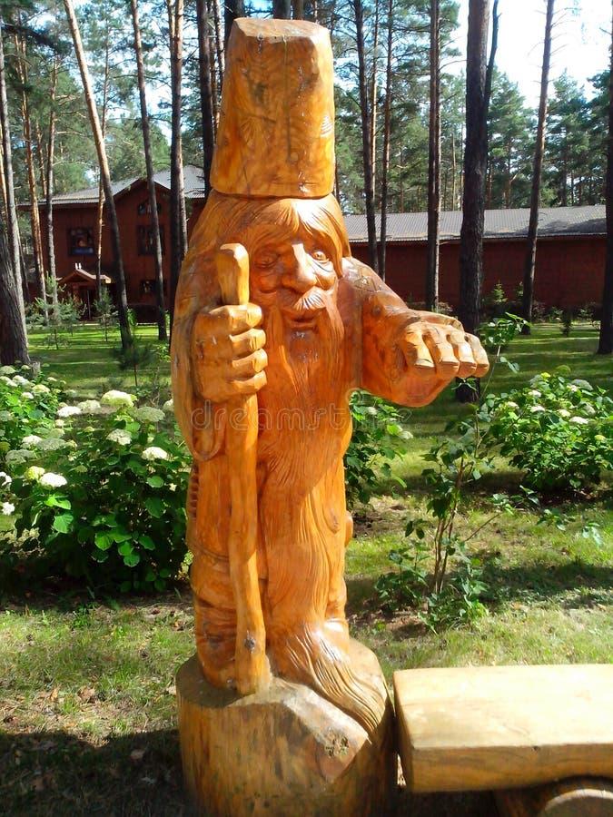 La figura, hecha de la madera, el abuelo de hadas fotos de archivo
