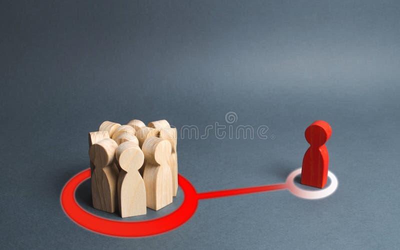 la figura roja de un hombre y una muchedumbre de gente son conectadas por una línea abstracta muchedumbre o la persona de las inf foto de archivo libre de regalías